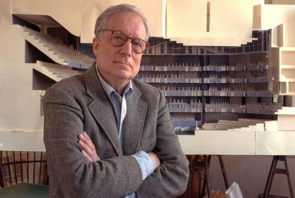 Architect-Robert-Venturi-poses-in-his-office-in-the-Manayunk-section-of-Philadelphia.jpg