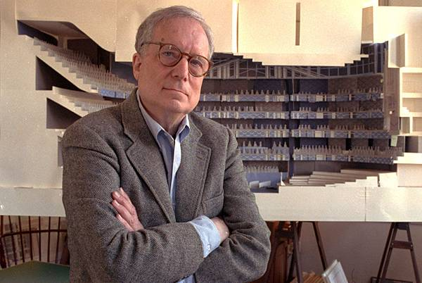 Architect-Robert-Venturi-poses-in-his-office-in-the-Manayunk-section-of-Philadelphia.jpg
