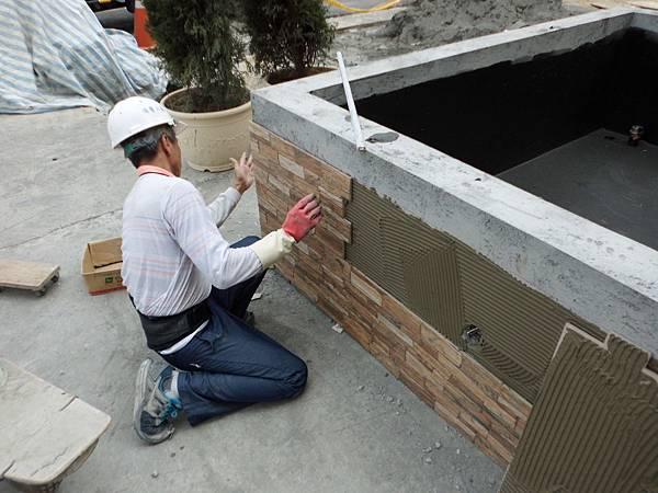 04/28 1F中庭貼壁磚
