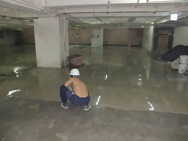 04/29 B2地下室PU底塗施作