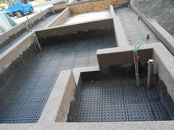 05/03 1F中庭排水板鋪設