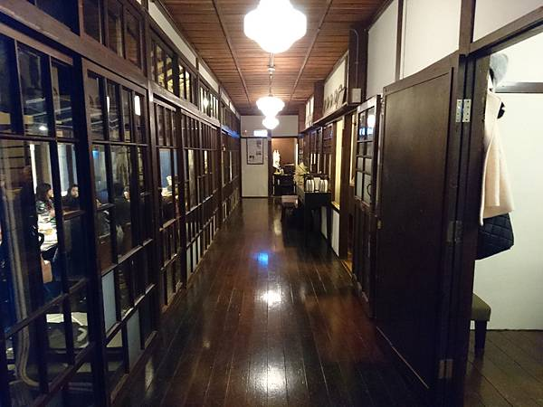 8-9廣緣,是傳統日式建築中面對庭院的廊道.JPG