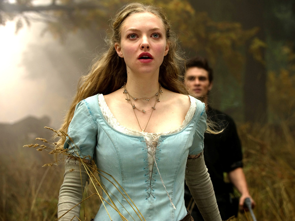 amanda_seyfried_in_red_riding_hood_movie-normal.jpg