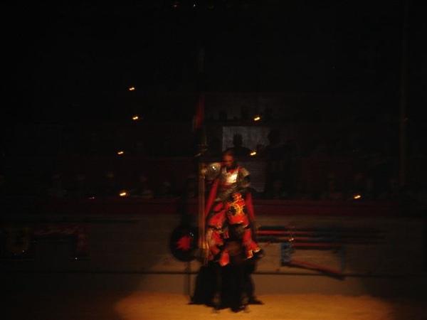 對面的紅騎士