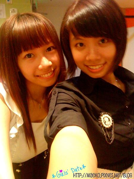 Louise & Funfun, toilet .jpg