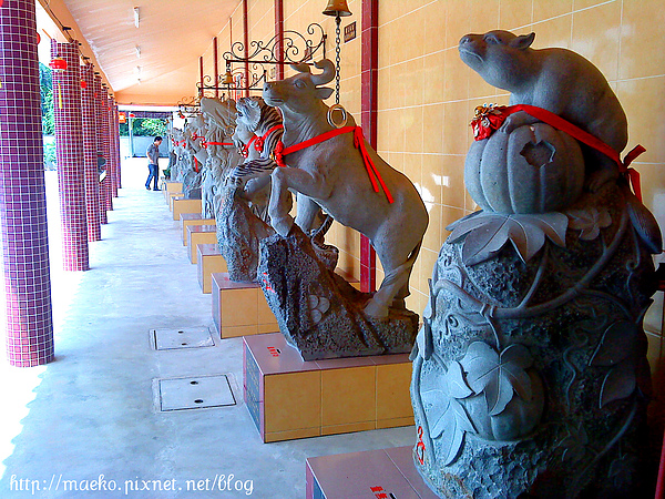 Statue of Lunar New Year .jpg