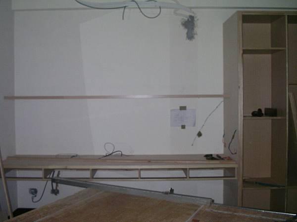 4F次臥書桌.JPG