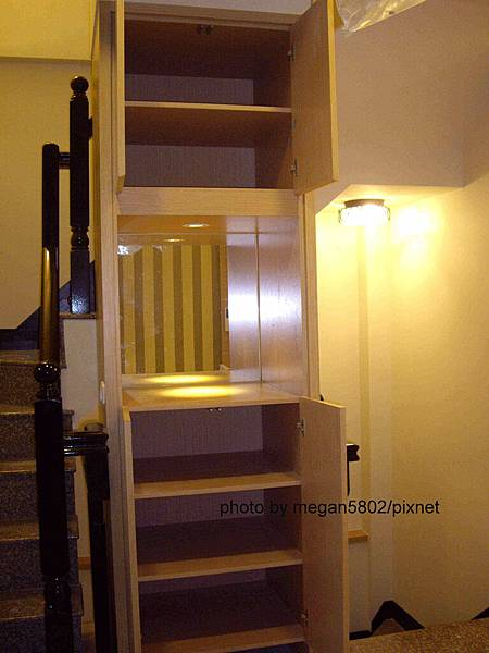 2F樓梯櫃.jpg