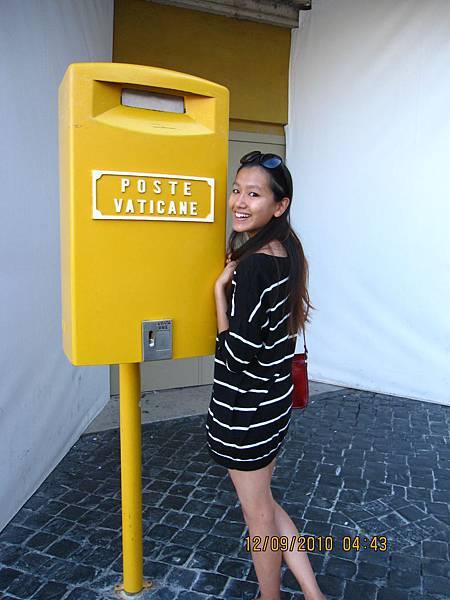 梵蒂岡專屬郵筒 是黃色的欸