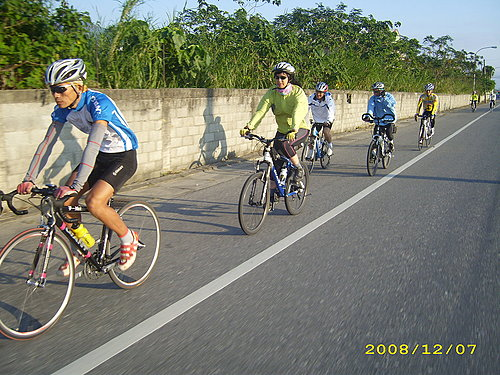 與名捷一起騎單車