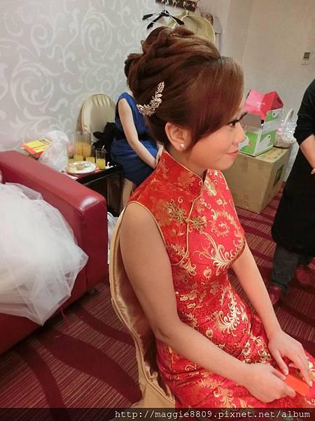 敬酒旗袍造型
