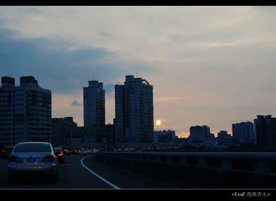 國道10號看85大樓夕陽_3.jpg