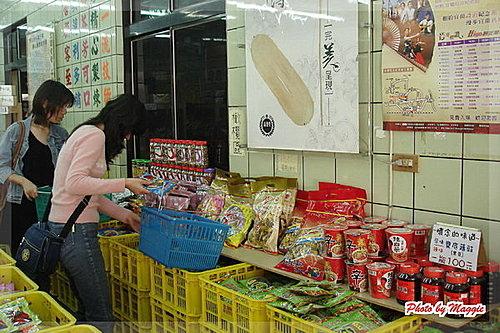 宜蘭必買名產大搜集~宜蘭牛舌餅。高連登蜜餞。羅東雙園肉鬆。宜蘭酒廠。宜蘭三源行鴨賞。宜蘭花生糖