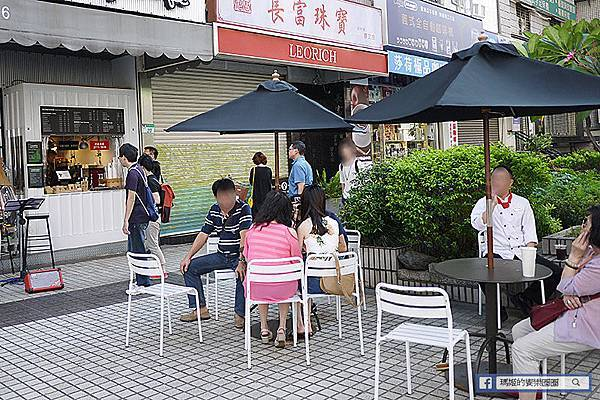 【Ray Cafe】早餐。咖啡。比利時鬆餅。東區下午茶。戶外咖啡座。捷運忠孝敦化美食.JPG
