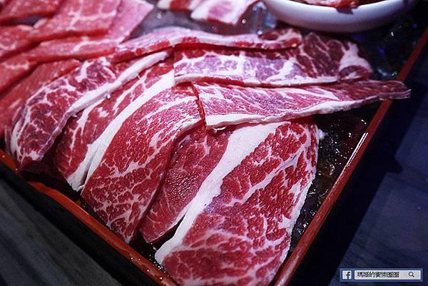 台中美食【市太郎燒肉市場】芭蕾城市渡假旅店一泊二食專案。朝馬商圈。秋紅谷周邊美食