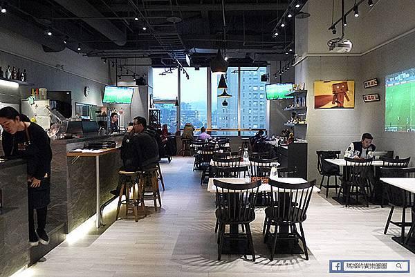 台北信義【Freaks Café & Bistro 癮客餐酒館/誠品信義店】。信義區餐酒館。捷運市府站美食