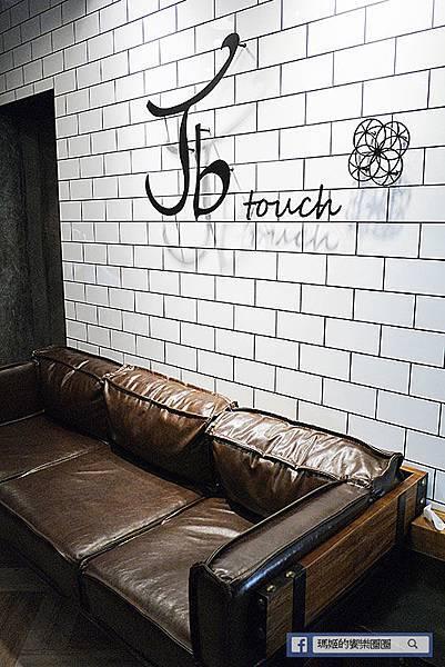 ◆台北美髮【Jb touch 美髮沙龍】俏麗短捲髮年輕洋溢。中山赤峰街美髮。台北美髮推薦。造型總監Jess
