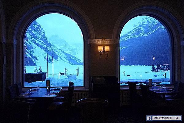 加拿大風情畫【露易絲湖城堡飯店】依山傍水好風光~世界最美窗景就在此