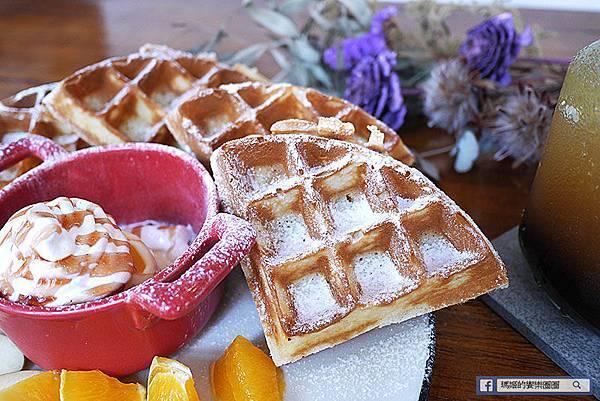 台北美食【伍伍零咖啡與餐】乾燥花咖啡館。士林芝山早午餐推薦