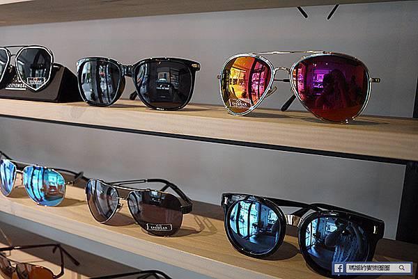 穿搭分享【圈圈眼鏡】都會時尚流行配鏡~價格透明款式多樣化。光學眼鏡。流行鏡架。台北大同區配鏡。圓山站配鏡