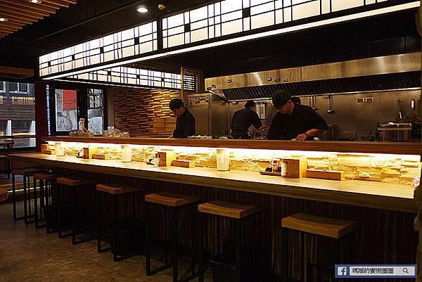 基隆美食【神樂岡旭川拉麵】驚艷!傳統北海道風味拉麵。基隆好吃日式拉麵和丼飯。基隆廟口美食推薦