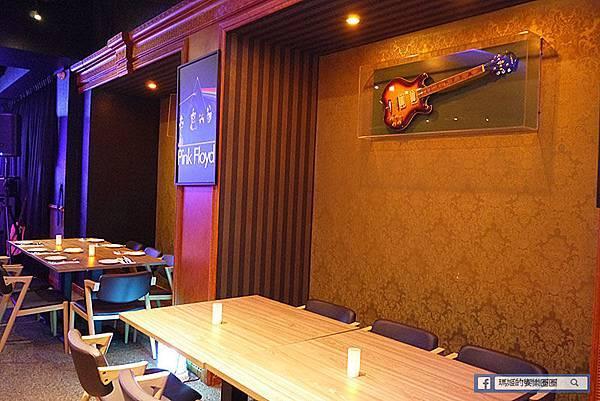 台北美食【音樂火箭Rocket Music】台北音樂餐廳推薦。台北現場演唱。忠孝新生音樂餐廳。台北音樂酒吧