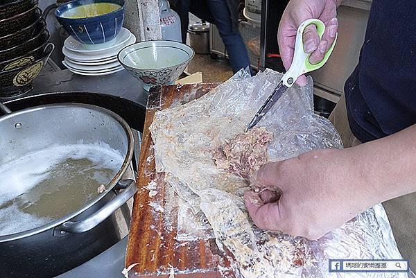 基隆必吃肉羹【基隆帶筋肉羹】豬前腿肉羹湯超正點&超大顆燒賣還有香Q筒仔米糕不吃不可