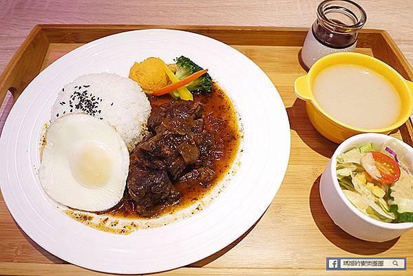 台北南京三民咖啡館【O.L.O CAFÉ】熱帶雨林中的悠閒午后〡免費WIFI聚餐包場