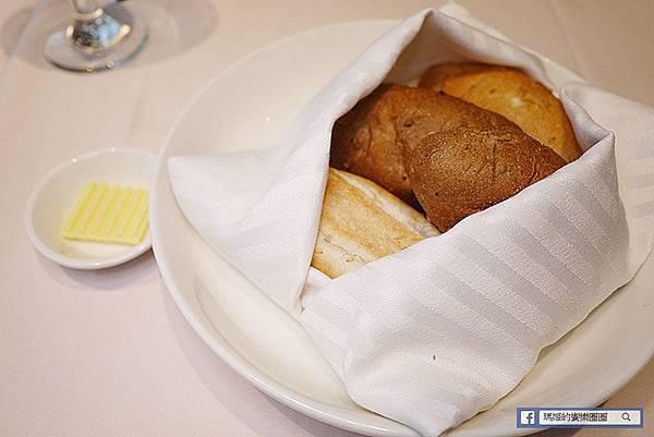 台北必吃牛排【雅室牛排】超香甜老饕牛排/紐約克牛排/台北約會餐廳/慶生求婚包場