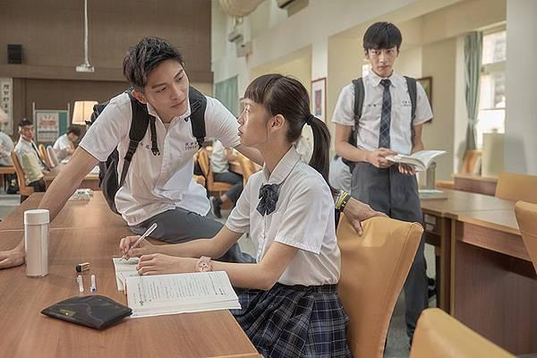 05-哈囉少女(双喜電影)左起-林輝瑝-王渝屏-宋柏緯.jpg