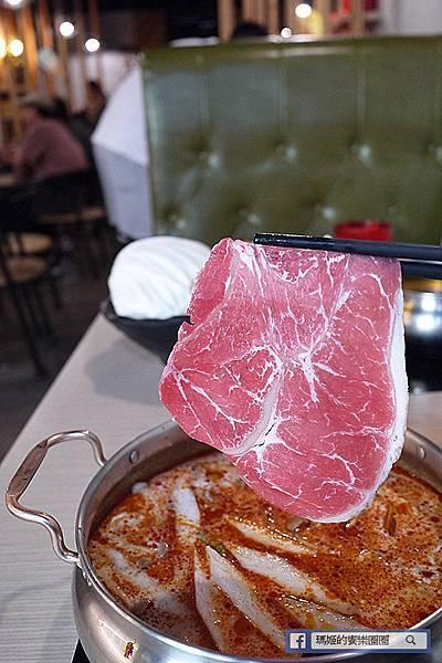 汐止火鍋【肉饕涮涮屋】精燉湯頭無添加/肉質海鮮超讚!飲料冰品無限享用/汐止美食