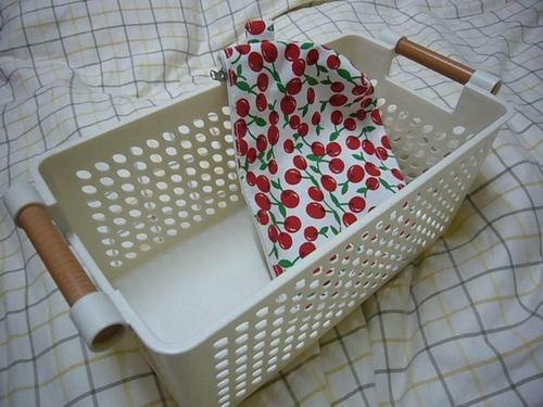 白色置物和櫻桃化妝包.jpg