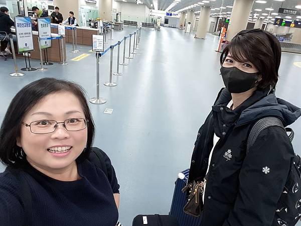 20171229 D-1 順利到達金海機場 準備搭輕軌到沙上站轉metro進市區
