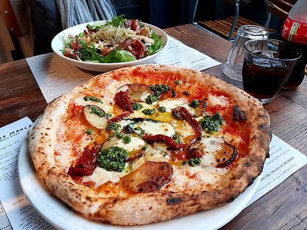 20200114Day 7 Bath Spa車站附近吃Pizza
