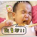 2011.09.01 小福星試吃happy baby鮭魚蔬菜泥 (11).JPG