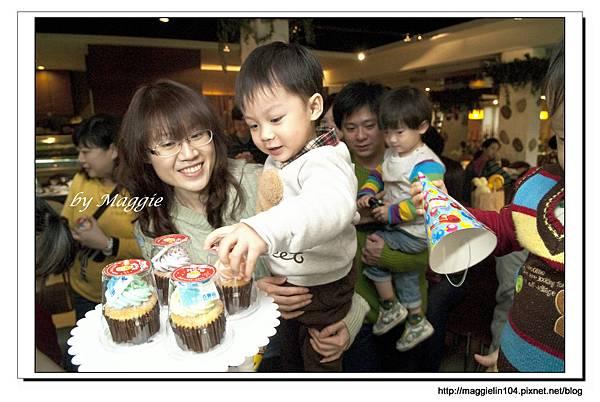 20130112幸福百寶箱生日趴 (25)