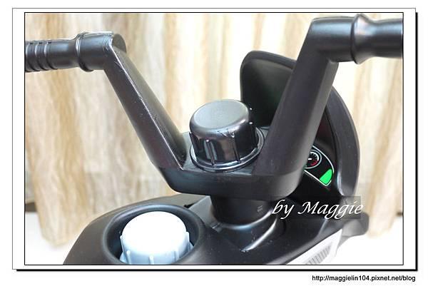 BMW兒童腳踏摩托車 (14).JPG