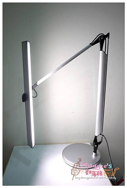 MAGIC學習型雙臂LED護眼臂燈 (9).JPG