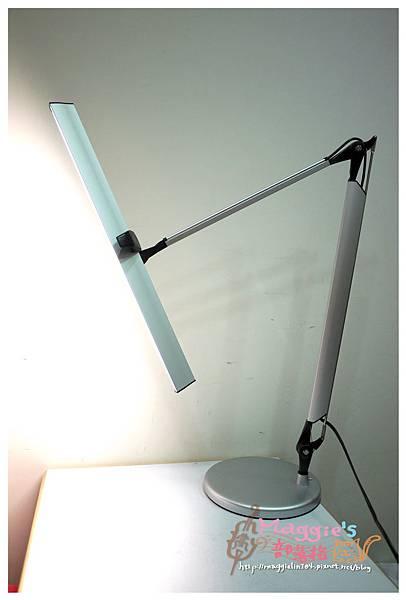 MAGIC學習型雙臂LED護眼臂燈 (10).JPG