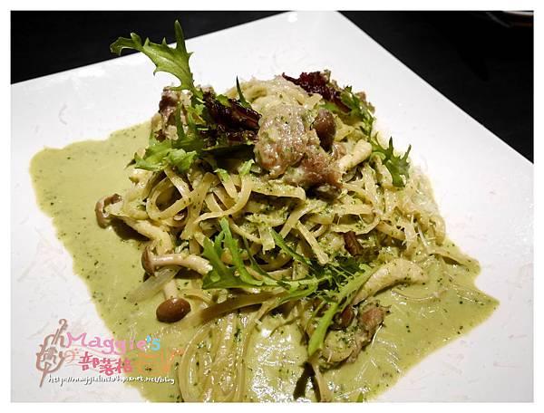 Elfin Restaurant & Lounge (14).JPG