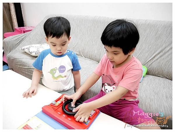 人類文化汽車方向盤玩具 (13).JPG