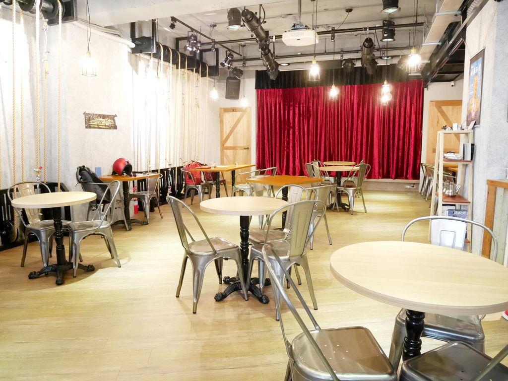 Crew Cafe (12).JPG