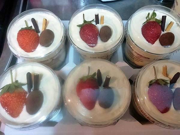 草莓提拉米蘇盒裝完成.jpg