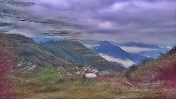 拍糊的山景似油畫.jpg
