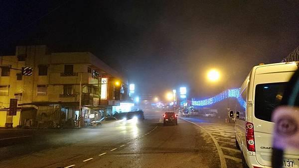 濃霧中的石棹.jpg