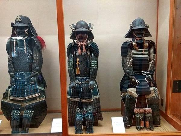 IMG_017二層展示有今治藩主曾穿戴的鎧甲、頭盔.jpg