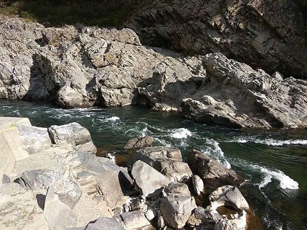 IMG_038吉野川切割沖刷而成的峽谷.jpg