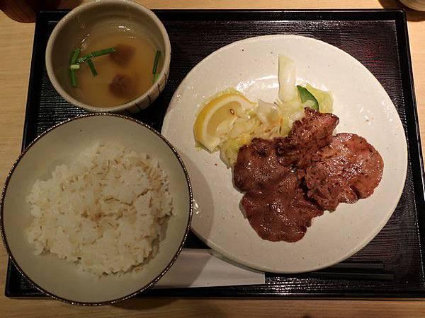 IMG_003牛舌朝食.jpg