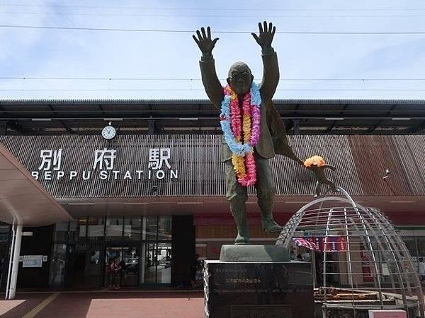 IMG_001油屋熊八銅像.jpg