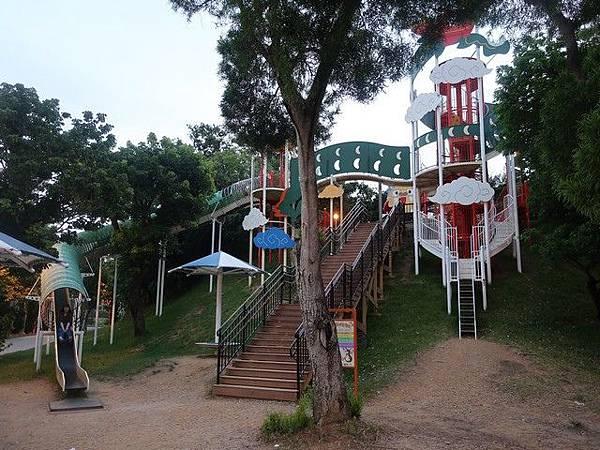 IMG_042奧武山公園溜滑梯.jpg